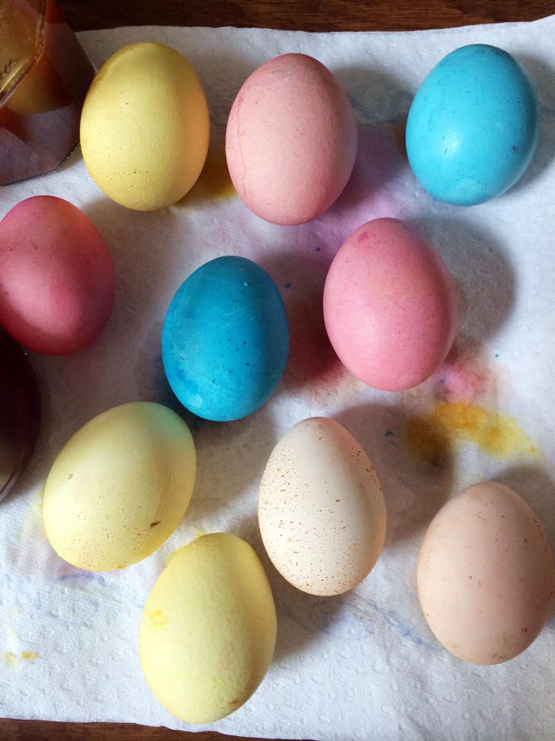 Wunderbar Ostereier Mit Lebensmittelfarbe Färben Galerie - Druckbare ...
